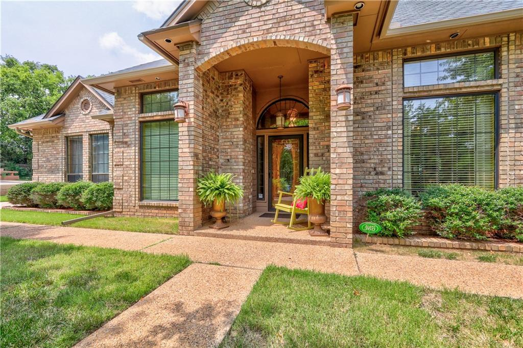 Gorgeous home that is ready for a new family. Located close to schools, parks, interstate and shopping. Some of the updates, tankless water heater 2017, control panel for sprinkler 2021, tile on patio 2015, roof that is a 4 impact resistant shingles 2020, granite counters in kitchen, new composite kitchen sink 2009, new electric range 2009 there is a hookup for gas if that is what you prefer, new faucets for bathrooms and kitchen 2017, some windows replaced, ceiling fans in all rooms, new flooring (no carpet) 2021, heat and air 2013. This home offers great space, large kitchen and dining, breakfast bar that will seat up to 5 people, lots of cabinets, fireplace with bookcases on both sides. Lots of storage, beautiful woodwork throughout the home. Surround sound in living room. Side entry over sized garage, large patio. You won't be disappointed!