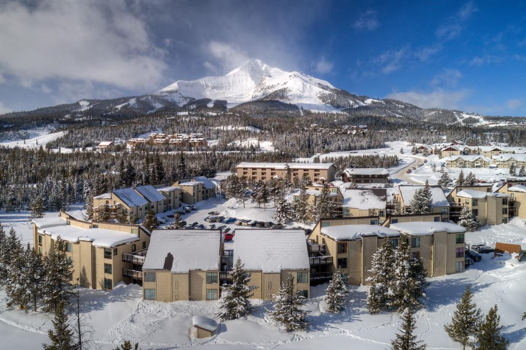 Enjoy a view of Lone Mountain at the end of your ski day.  A beautifully maintained top level Hill Condo at the base of Big Sky resort, ski in the winter or bike and hike in the summer this is an ideal summer or winter vacation spot or home. Walking distance to the resort and Big sky base amenities as well as on the Skyline bus stop. Call this place your home or your home away from home!