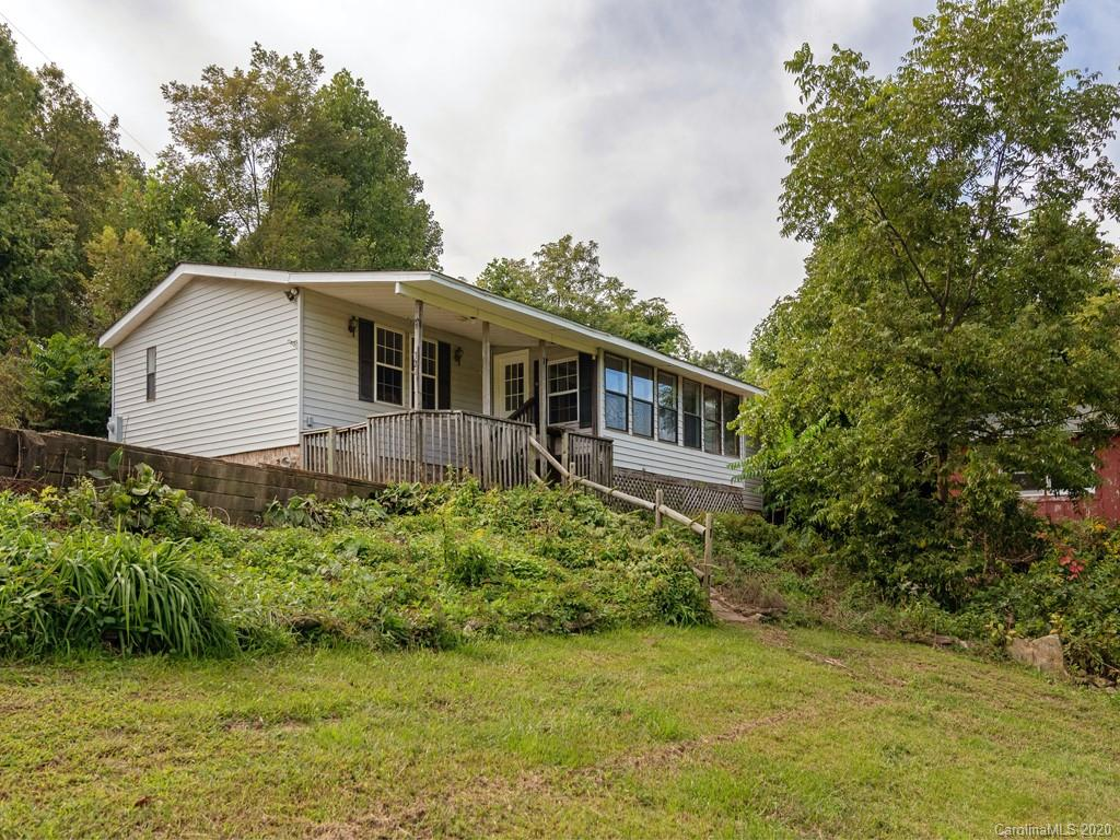 Spacious living & mountain views! Split BR plan, eat-in kitchen and open living area. Woodstove for those crisp nights, Outbuilding for storage and plenty of outdoor space to enjoy the mountain views!