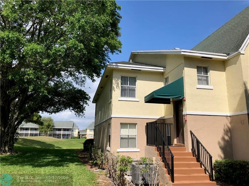 Conveniently located to I-95 and Turnpike and approximately 5 miles to the beach. End unit with lake and greenspace views from covered screened balcony, 2 bedrooms, 2 bath split plan. Eat in kitchen & snack counter.  
