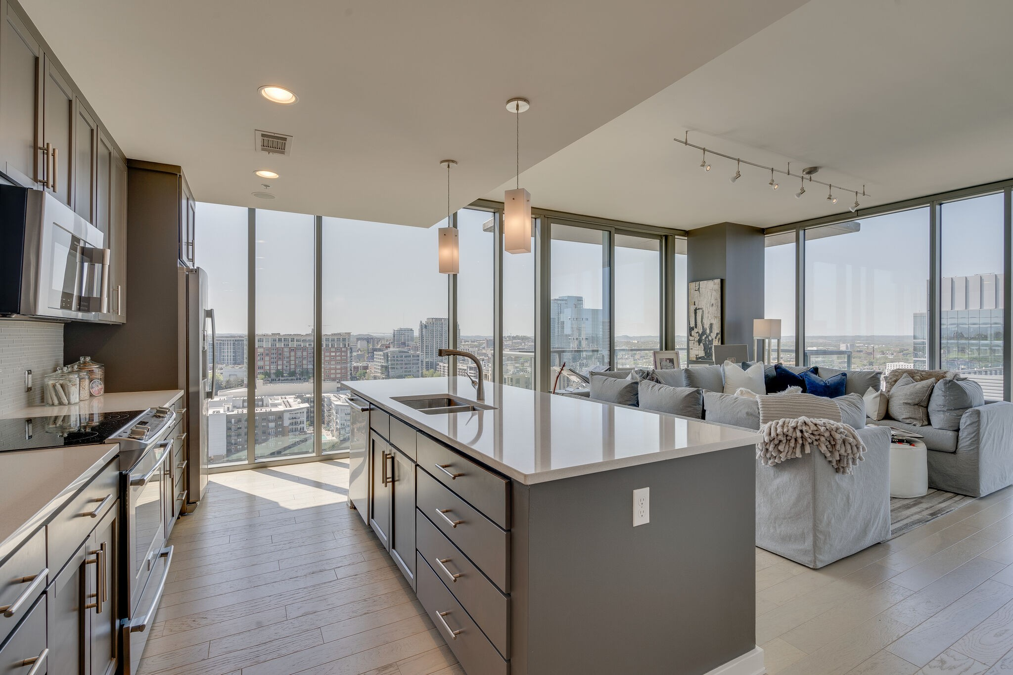 Fabulous corner unit in the Gulch w stunning views.  Original owner.  Pristine condition:  Hardwoods/tile throughout, custom closets, storage unit, 2 parking spots, salt water pool, hot tub, green roof, 24/7 security, fitness center, indoor dog walk & outdoor dog park.