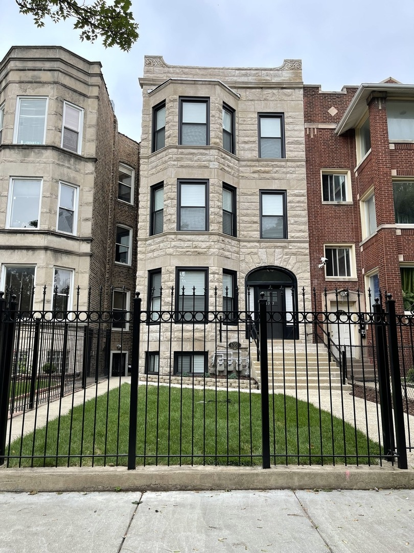 6355 S Greenwood Avenue, Chicago, IL 60637