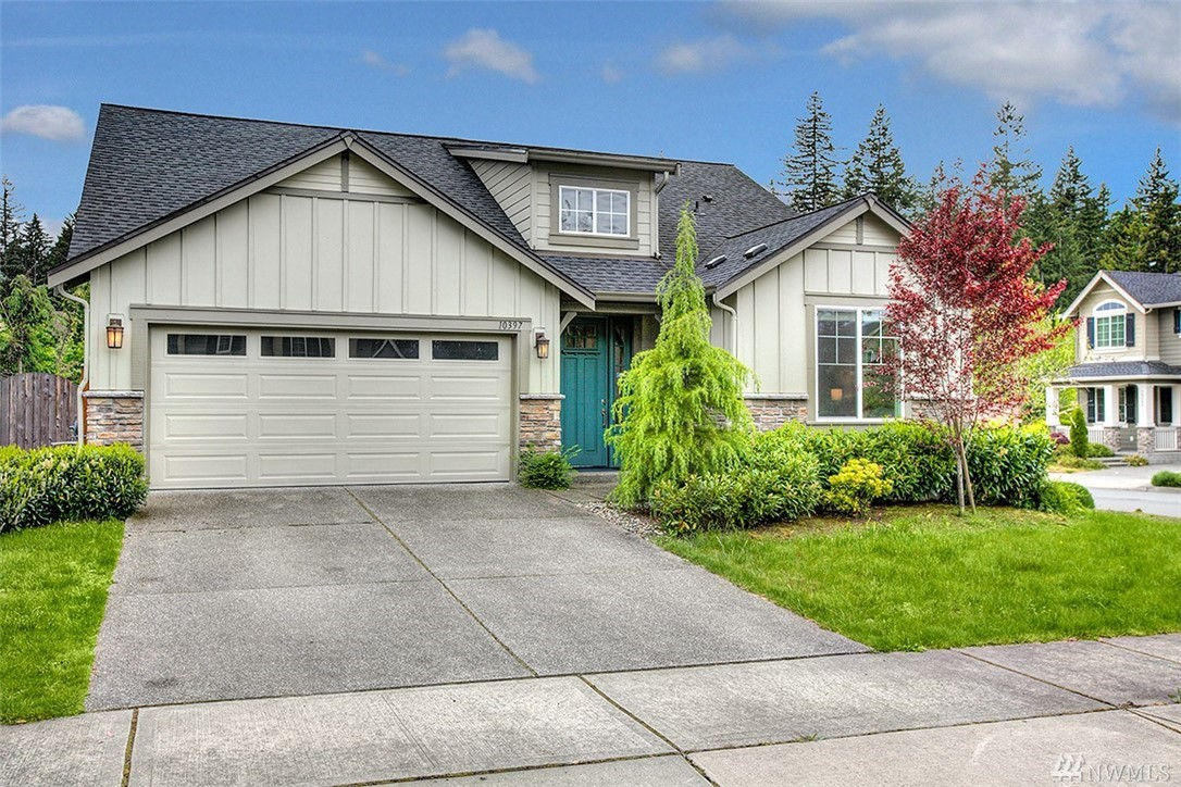 RARE FIND Rambler in Redmond Ridge East. Large and Open kitchen with Quartz kitchen countertops, full height backsplash & SS appliances. Maple cabinets w/under cabinet lighting & soft close drawers. Convenient work station off the family room. Large Master with 5 pieces bath. Extensive use of rich hardwoods throughout common areas. Fully fenced South facing back yard with covered patio is a perfect place for playing & entertainment. Parks and trails nearby and excellent school district.