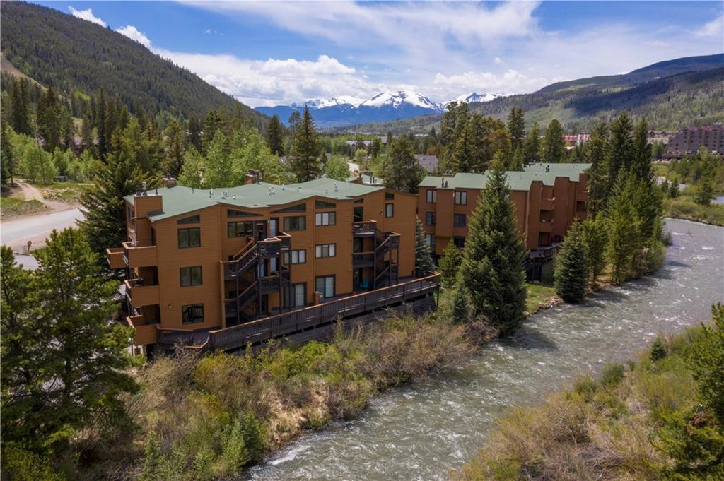 Come check out the best value 1-bedroom in all of Keystone. Efficient top-floor condo with vaulted ceilings, updated kitchen, and great mountain views from inside and out. Key Condos are just about ski-in and the bus stops right at the entrance to the complex. This is the perfect weekend getaway right at the base of Dercum Mountain along the Snake River. There is a clubhouse with pool, hot tub, sauna, owner's lounge, and laundry room. This is a great value to get into the Keystone market.