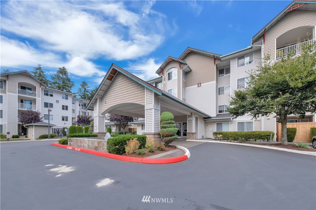 ParTerra move-in ready 1-Bdrm home 1st floor w/ private covered balcony (gas BBQ ok) w/ storage overlooking greenery & not neighbors. Nice kitchen, very large walk-in closet, 5-piece bath. Steps to ParTerra's gym, hot-tub & patio w/ gas BBQs, tables for larger gatherings.Pet friendly, easy commutes to the cities & very well run condo association.Great location & great home for first homeowner & future investor. Like to hike? Miles of trails out your door; Cougar Mtn/Lake Boren Park.