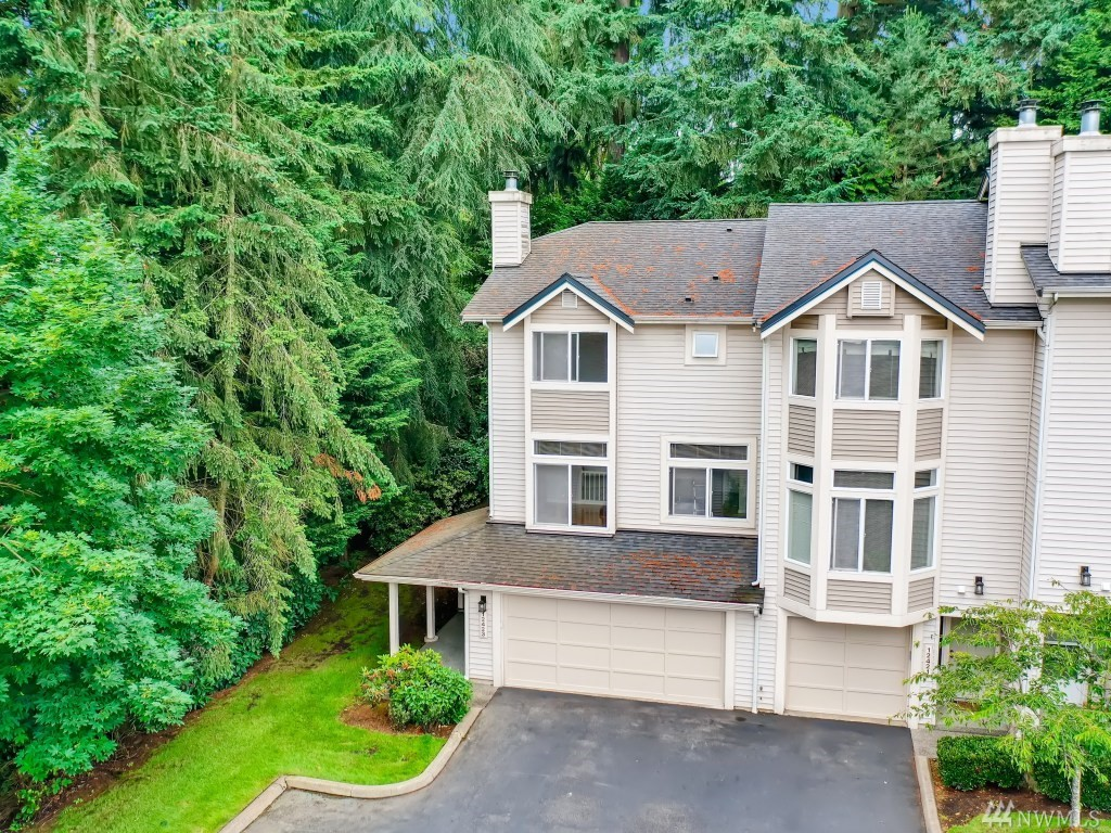 End unit townhouse that is right in the heart of Bellevue with easy access to 405 and The Bellevue Collection. High ceilings and natural light throughout. New flooring, paint, and trim, and stainless steel appliances. 3 bedrooms upstairs with dedicated laundry room. Downstairs has in home gym set up or home office off of the large garage. Private back deck with greenspace around.