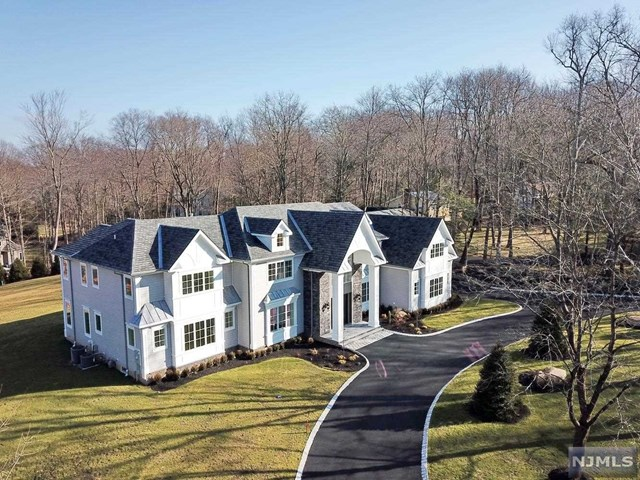 39 Weiss Road, Upper Saddle River, NJ 07458