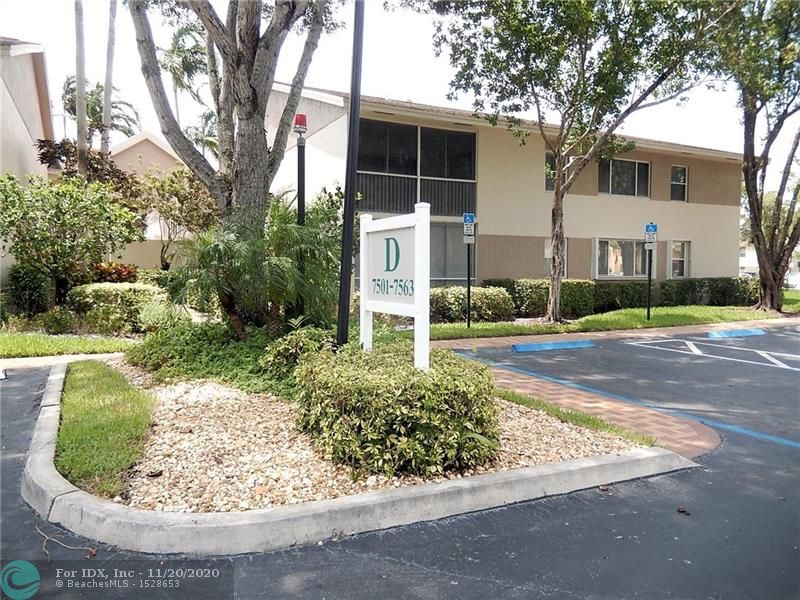 """Lovely 2/1.5 top floor unit in quaint courtyard style building at Trent D Condo. Foyer entry. Eat-in kitchen with pass thru to Living/ Dining. Split floor plan. Spacious master. Huge walk in closet. Interior w/d. Screened balcony with sliders. Elevator on site. Kings Point states HOPA. Community amenities. Courtesy bus transportation. OK to lease 2nd year. Property is being sold """"As Is"""" and subject to HUD guidelines 24 CFR 206.125."""