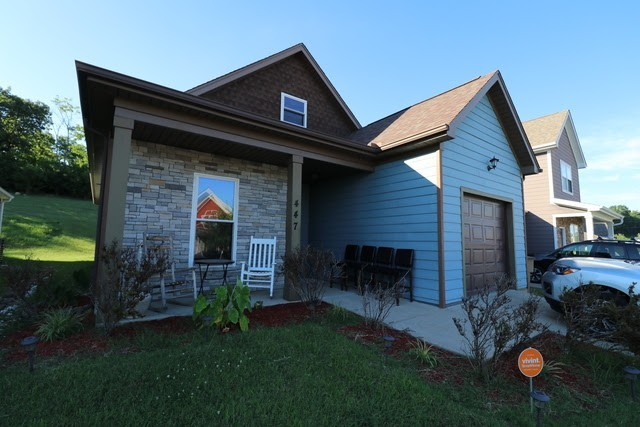 This a beautiful home located in Nashville walking distance from downtown.