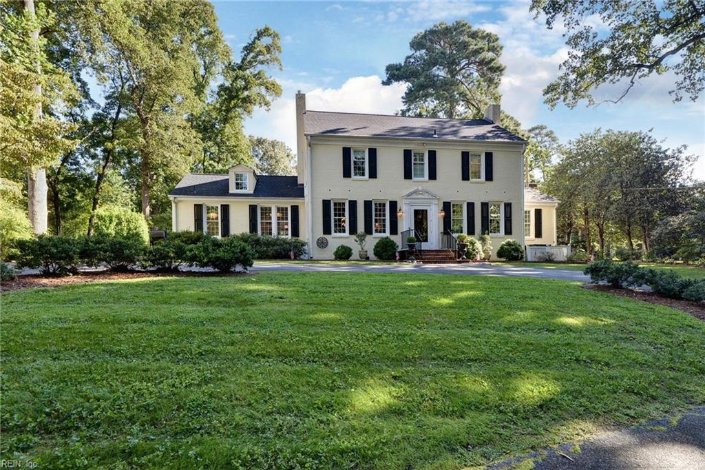 Beautifully appointed center hall traditional on a high lot across from the James River. The updated interior features a 1st floor primary bedroom with fully remodeled en-suite bath, cork white oak floors, and French doors that open to private patio sitting area. Remodeled kitchen with Wolf stove, stainless appliances, breakfast area and butler's pantry with wine refrigerator. Large formal and informal rooms with hardwood floors, high ceilings, and new windows throughout. Screened porch overlooks fenced yard and rear 8-car parking or play area. Features include: Spacious 2nd level bedroom with 3 custom-fitted closets & adjoining bath with Aquatica stone freestanding tub & separate marble shower. Step-down playroom/storage room with secret back stairway to downstairs laundry area.  New roof (2019) whole-house back-up generator (2020). Kitchen, wet bar, and bathrooms all feature top-of-the line fixtures from Perrin & Rowe, Grohe, & Rohl. Seasonal view of the James River!