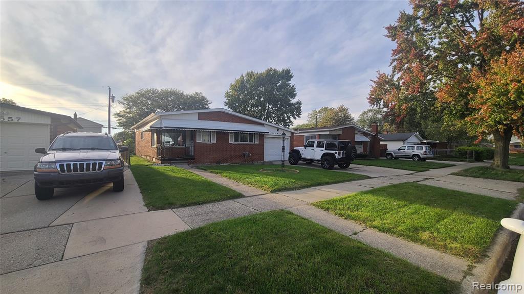 30569 SPYBROOK Street, Roseville, MI 48066