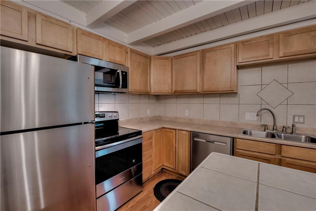 Kitchen & Center Island