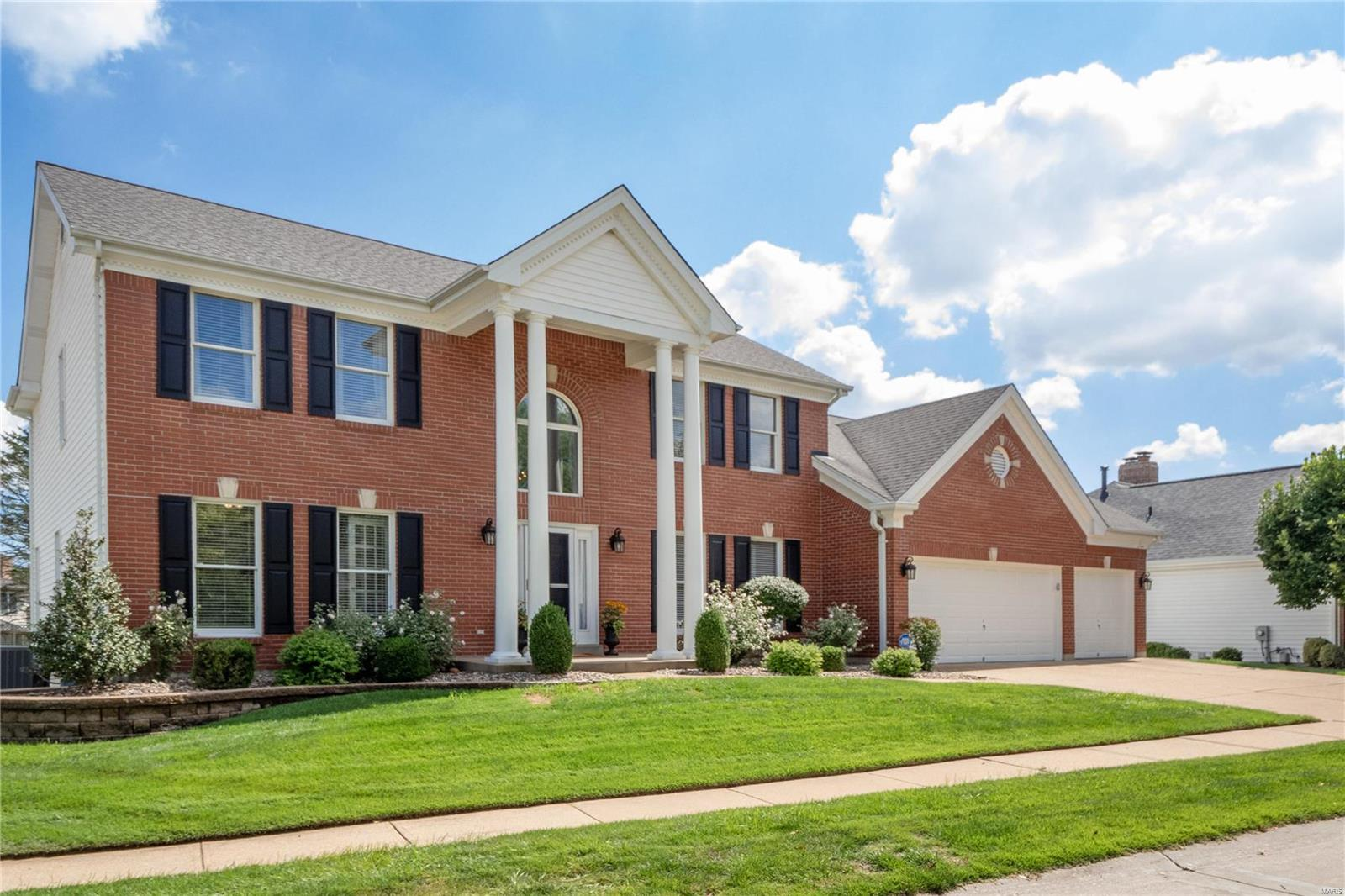 2224 Twin Estates Circle, Chesterfield, MO 63017