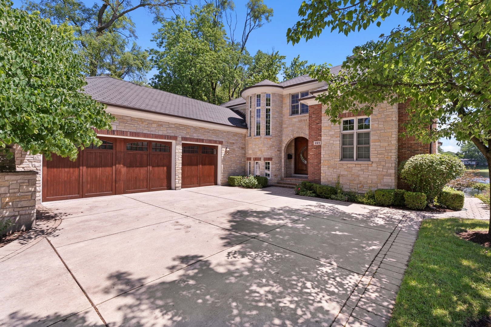 221 Murphy Lake Lane, Park Ridge, IL 60068