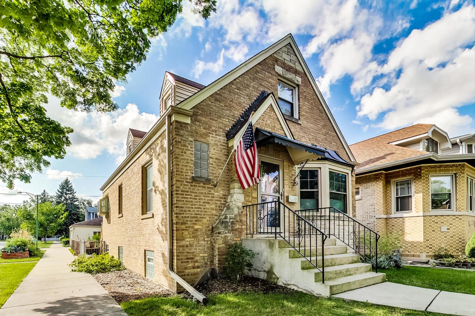 6700 N Odell Avenue, Chicago, IL 60631
