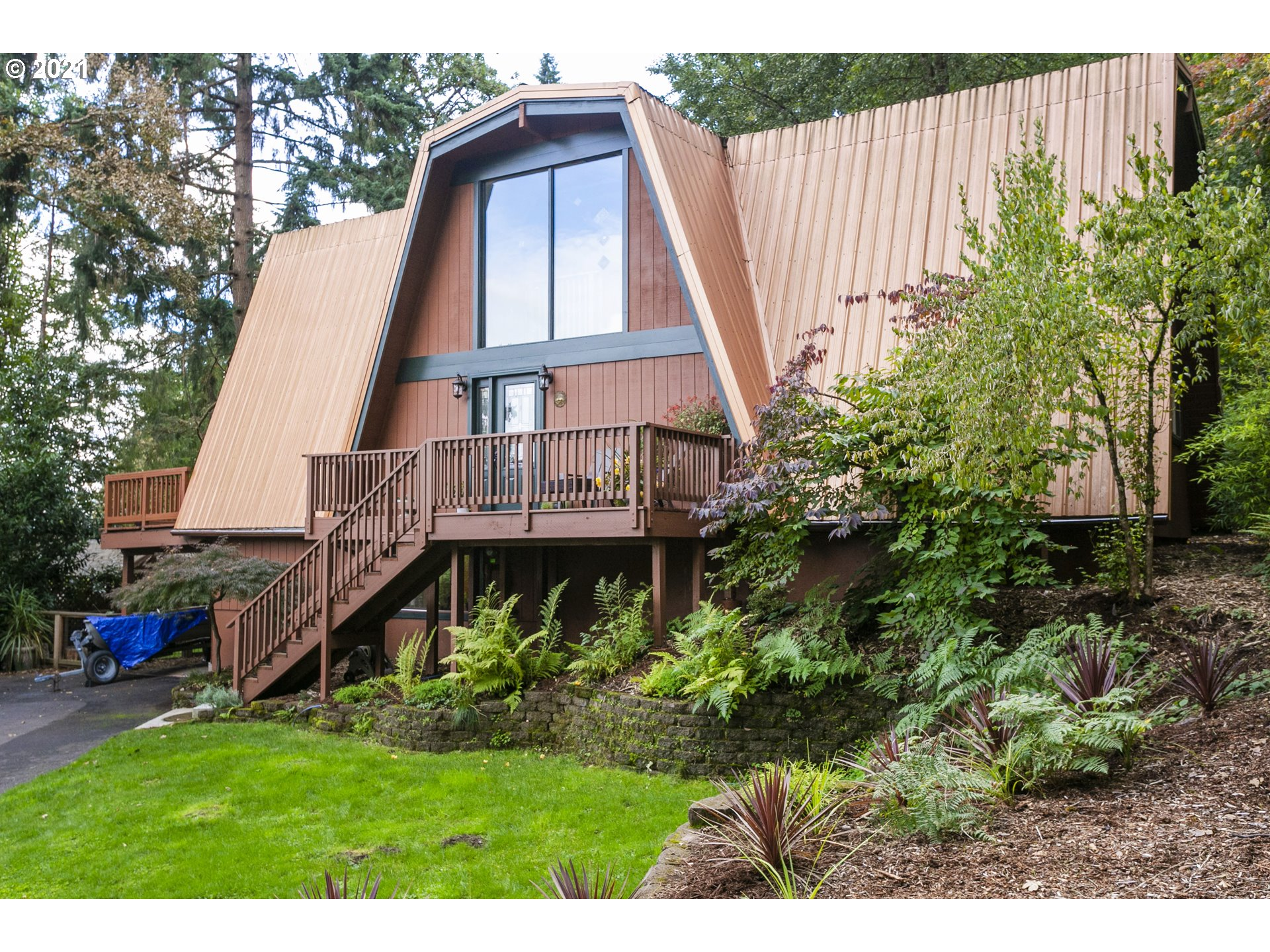 One of a kind in West Linn! Contemporary Chalet nestled on private  1.42 acres, only 2 miles from downtown Lake Oswego! Beautifully updated home includes kitchen w/granite countertops, ss appliances and eating bar. Primary suite w/updated bath. Spacious loft situated perfectly to capture views. Lower level flex space w/bthrm, kitchenette and separate entrance = many possibilities. Multiple decks offer territorial views. Relax every day in a tranquil setting complete w/trails and seasonal creek.