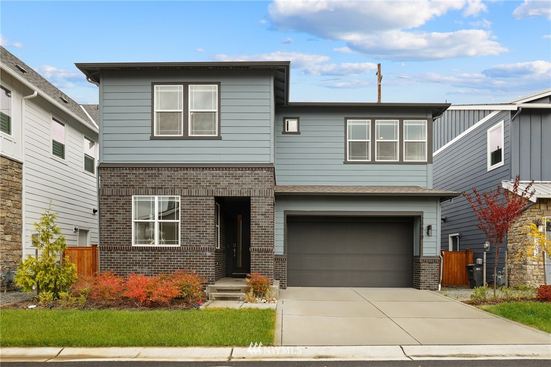 This beautiful, better than new home, located in the Overlook At The Summit community of Maple Valley, will amaze you with its brilliantly designed floorplan & quality craftsmanship throughout! Built in 2019, this 4BR, 2.75 BTH, 3150 sqft home, features a main level guest suite/office, complete w/adjacent bath, huge kitchen w/quartz CT's, pantry, SS appliances, dual sliders that add an abundance of natural light, gas fireplace, bonus loft area, large master w/gorgeous en-suite, and much more!