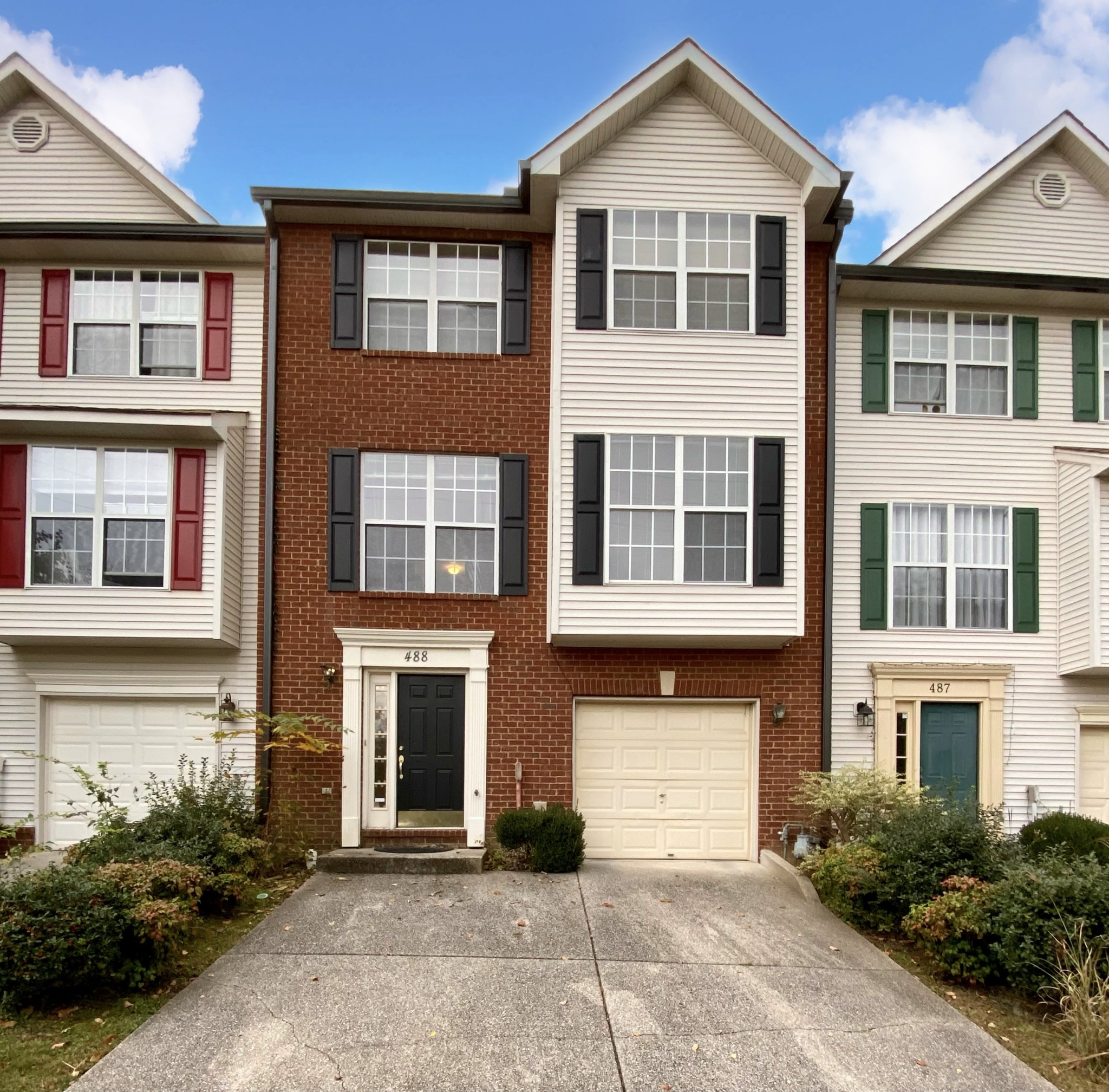 Rare chance to own a townhome in sought-after Huntington Ridge! Handscraped engineered wood flooring! Gas range and double oven in the open eat-in kitchen! 1 car garage plus large driveway parking! Bonus room in lower level! Private deck! This community offers 2 pools! Gas fireplace! Huge master suite!