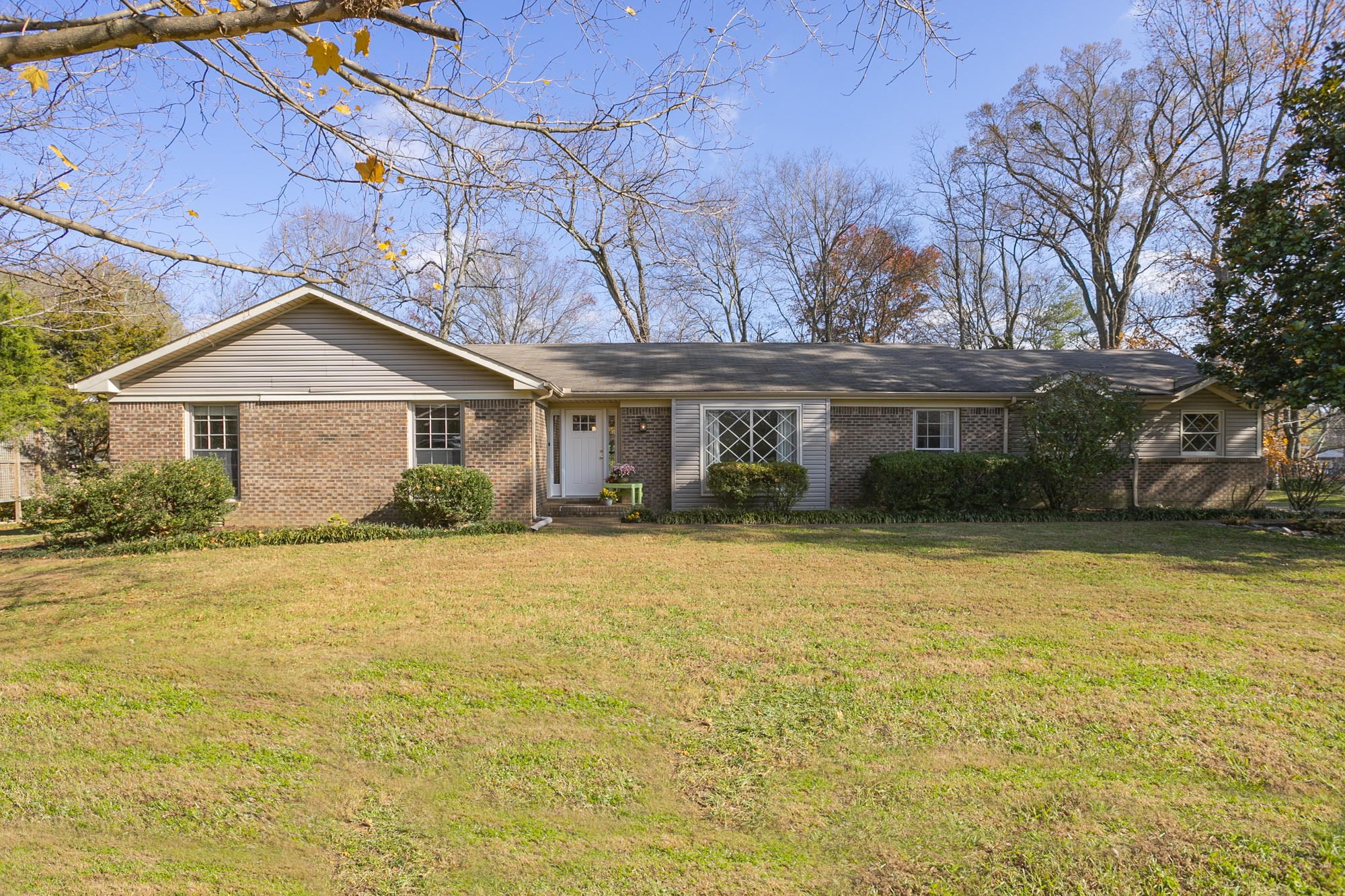 Ranch style home settled on a large lot with beautiful mature trees. Quiet neighborhood minutes from Cool Springs and Downtown Franklin. Newer HVAC and carpet. No HOA. This one won't last long!