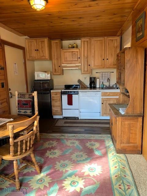 This cozy cabin-like Hill Condo is just steps away from world class skiing and every other amenity that Big Sky Resort has to offer any time of the year! This great third floor corner unit that has views of both Lone Peak and Andesite! This quiet unit comes fully furnished and ready for rental or full time year round living!