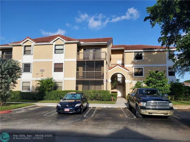 BRIGHT AND SPACIOUS 2/2 WITH VAULTED CEILING LOCATED IN CORAL SPRINGS WITH A STUNNING WATER VIEW FROM THE BALCONY, LAMINATE FLOOR IN THE MAIN AREA, TILES FLOOR IN THE KITCHEN, STACKABLE WASHER AND DRYER INSIDE THE UNIT. CLOSE TO SCHOOLS, SHOPPING, RESTAURANTS AND SAWGRASS EXPRESSWAY. A MUST SEE TO APPRECIATE.