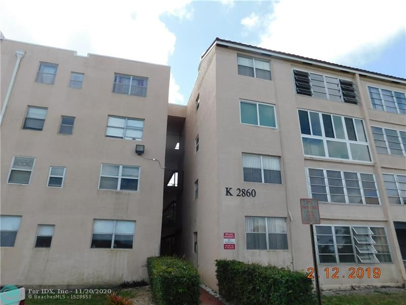 THIS FIRST FLOOR  CONDO IN SOMERSET WILL NOT LAST! THIS UNIT HAS LAMINATE FLOORS THROUGHOUT LIVING ROOM & BEDROOM, TILE IN KITCHEN & BATH. OWNER IS MOTIVATED AND READY TO SELL! MAKE AN OFFER!  PRICED AT APPRAISED VALUE.  ALL SPECIAL ASSESSMENTS HAVE BEEN PAID PER HOA