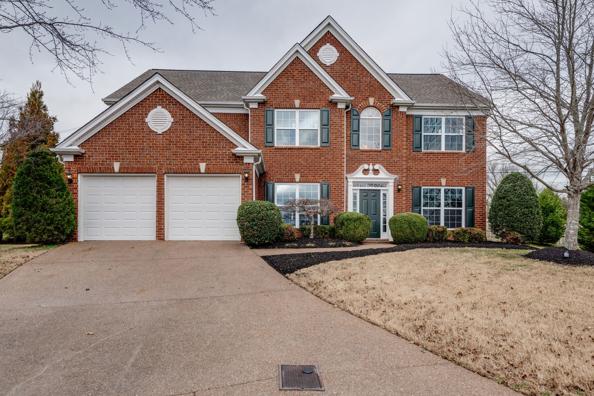 Beautiful Brentwood brick home in Williams Grove just minutes from downtown Nashville, Cool Springs shopping, and the airport.  Formal living room and formal dining plus separate office with fireplace shared with great room.  Lots of granite in the kitchen with stainless steel appliances and walk in pantry.    Oversized Master closet.  New hardwood upstairs and down and you'll love the private patio and landscaped yard.