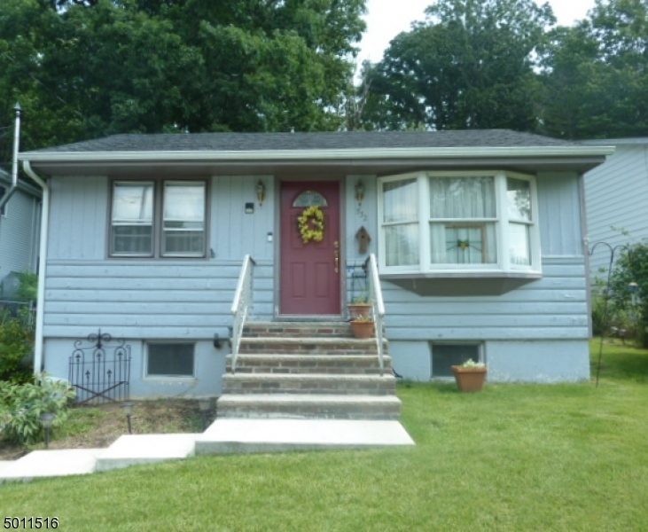 Charming ranch home in the Shore Hills section of Roxbury.There is a newer roof and heating system. This 2 bedroom home is located close to the lake, shopping , & Rts 80,46 & 206. Great commuter location. Easy one floor living...plenty of space in your backyard to enjoy the outdoors or for future expansion. Lots of storage space in attic & basement. Outdoor shed for all your yard equipment. Only minutes to Shore Hill beach. Roxbury school system. Convenient public water & sewer. Quick closing possible.