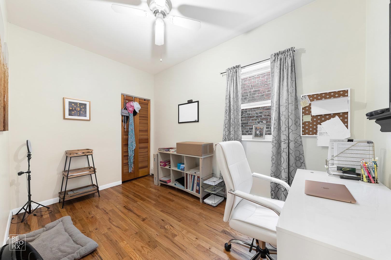 5538 W Drummond Place