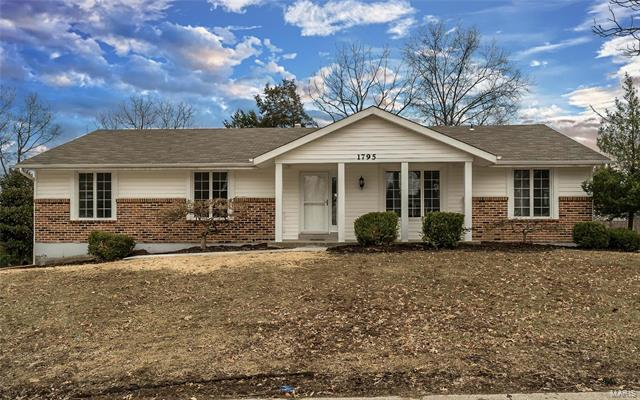 1795 Canyon View Court, Chesterfield, MO 63017
