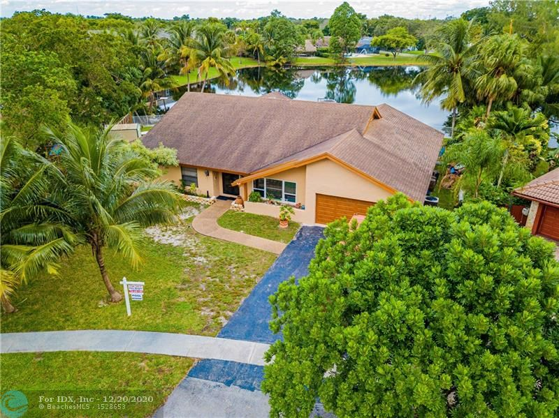 6 Bedroom, lake front, pool home, on a culdesac in Plantation Harbor. No HOA. New pictures coming soon. Motivated seller!