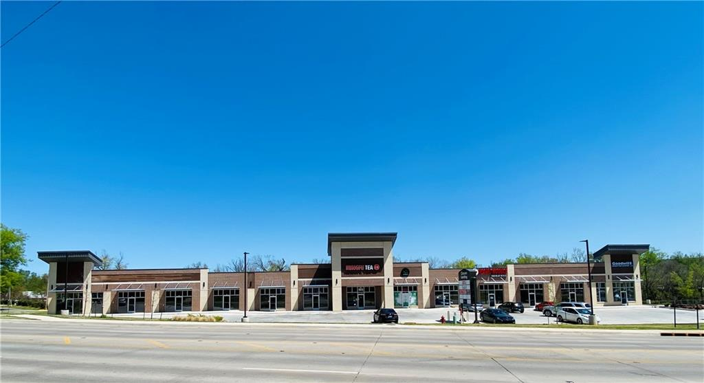 Classen Landing at 1915 S. Classen Blvd. Norman, OK 73071. $20.00/sq. ft. Triple Net Lease (NNN). Total space available 2,722sq. ft. Available Suites include: Ste#121 1,361sq. ft/$2,268, Ste#123 1,361sq. ft/$2,268. Vacant spaces can be combined for up to 2,722sq. ft. Minimum 3 year lease.