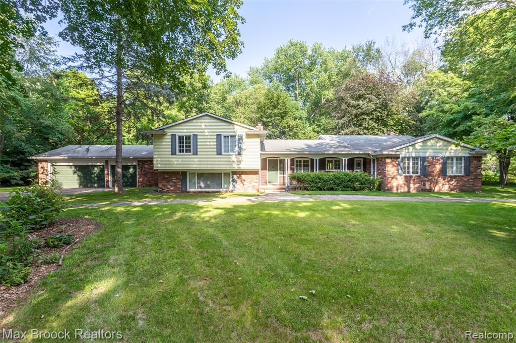 GORGEOUS 1 ACRE CORNER LOT in FRANKLIN HILLS with BIRMINGHAM SCHOOLS! Quiet, extremely private corner lot in prestigious neighborhood surrounded by mature trees serves as INCREDIBLE OPPORTUNITY to live, renovate or build your dream home. Sewer at street. All measurements to be verified by buyer's agent.