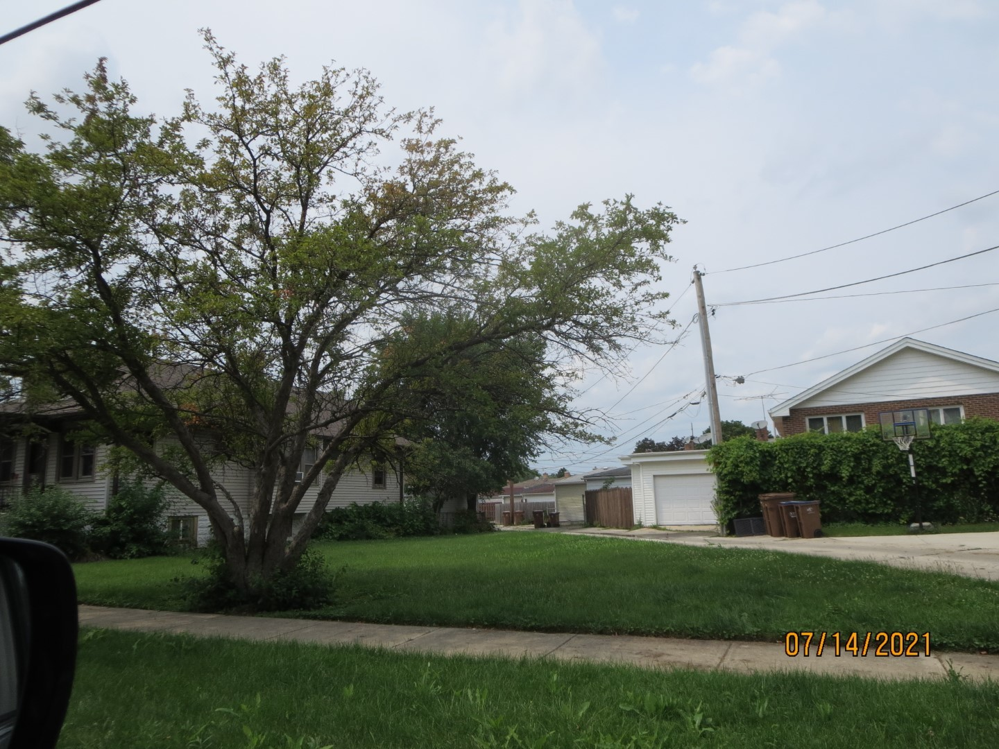 VACANT LAND FOR SALE.  BRING YOUR IDEAS FOR THIS TRIANGLE SIZE LOT.117.8ft by 65.6ft