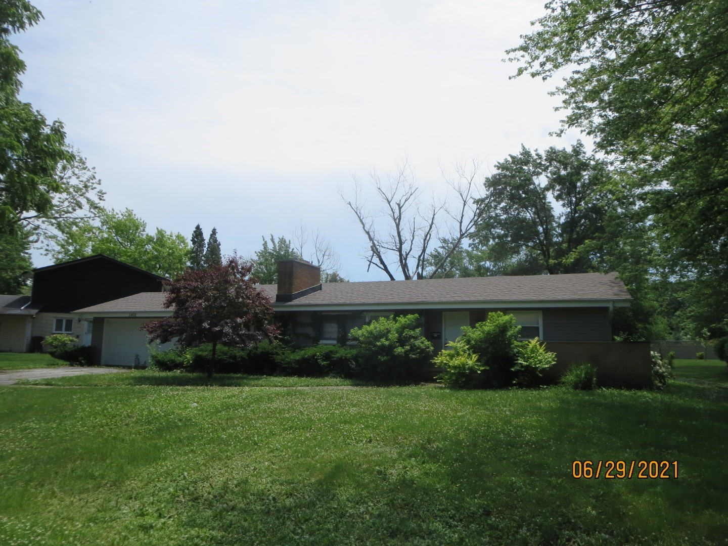 SINGLE FAMILY HOME SOLD AS-IS AND READY FOR A NEW FAMILY.   NOT BANK OWNED AND NOT A SHORT SALE, OWNERS ARE LOCAL AND MOTIVATED. GREAT POTENTIAL. VACANT AND EASY TO INSPECT. PLEASE NOTE: 0% TAX PRORATIONS ARE OFFERED, THE SELLER WILL PAY CURRENT AND ALL PRIOR TAX BUT 0% CREDIT FOR FUTURE BILLS.  SPECIAL WARRANTY DEED AT CLOSING. NO SURVEY.  FOR FASTER RESPONSE PLEASE USE SELLERS CONTRACT, ADDENDUM AND DISCLOSURES UNDER DOCUMENTS.
