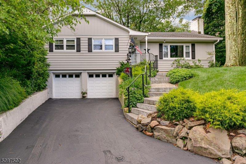 Location! Location! Marvelous Mountainside!  Very nicely maintained 3 bedroom 2 full bath ranch in a very desirable location.  Large spacious rooms, gorgeous level lot that is beautifully landscaped!