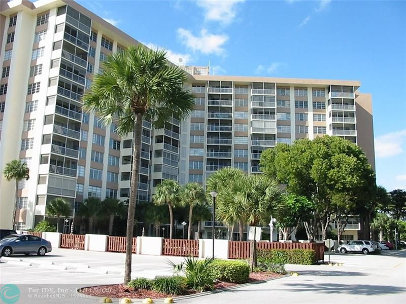 Luxury hi-rise building with 24 hour secured lobby, NO CATWALKS here. Large split bedrooms, total new remodeling with new kitchen and appliances, new flooring and new bathrooms. Close to everything, restaurants, shopping, transportation and hospital. Due to COVID-19 showing restrictions Monday to Saturday 10 AM to Noon