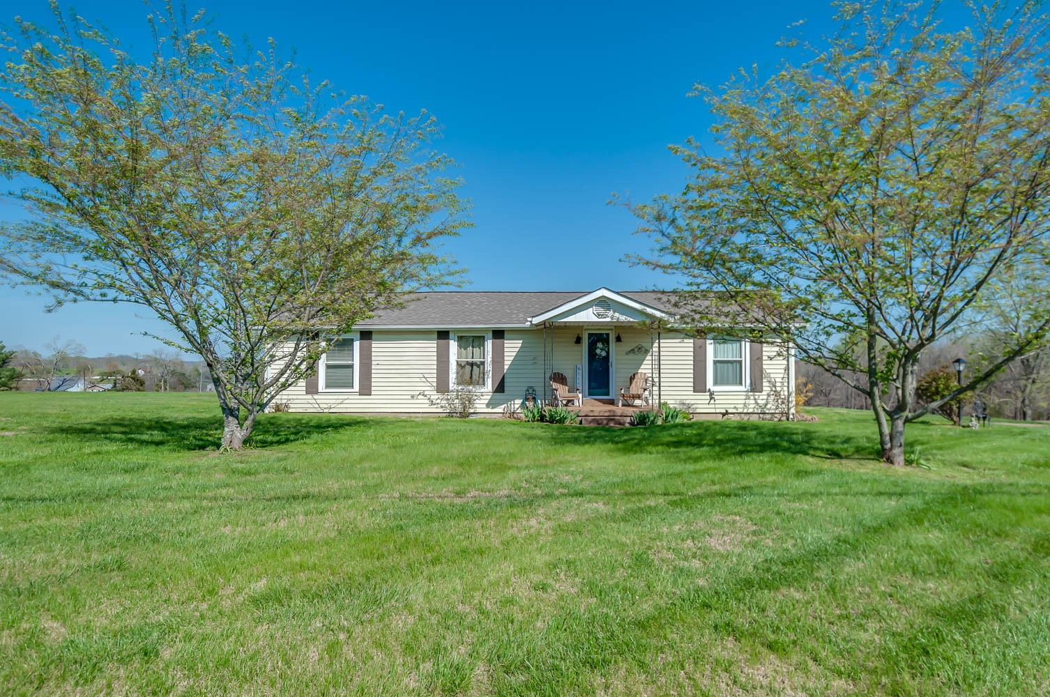 Cute 3 bedroom , 2 bath farm house on 1 acre in desired College Grove, TN!  First showing to be Saturday, April 10th, 2021, from 2-4 at the open house.
