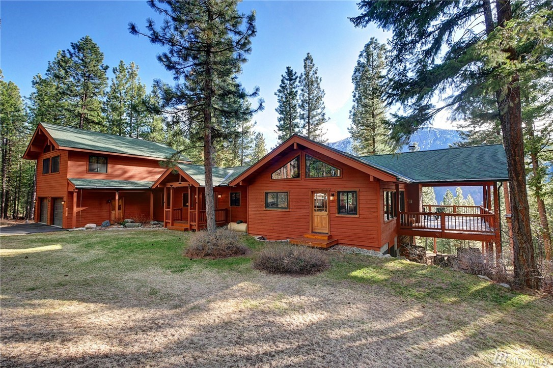 Contemporary mountain home designed for entertainment & carefree living! Distinctive use of granite, hardwood, stone, tile & exposed beam ceiling. Wall of windows connects w Mount Gardner & Lucky Jim view. Chef's kitchen w wet bar & lg sink, hi-end appliances, eating bar. Soak up the view from living rm, lg covered porch & hot tub for star gazing! Master suite w walk-in closet, dbl sink, tiled walk-in shower. Includes spacious media rm, office, laundry rm, studio above 2 car garage, carport.