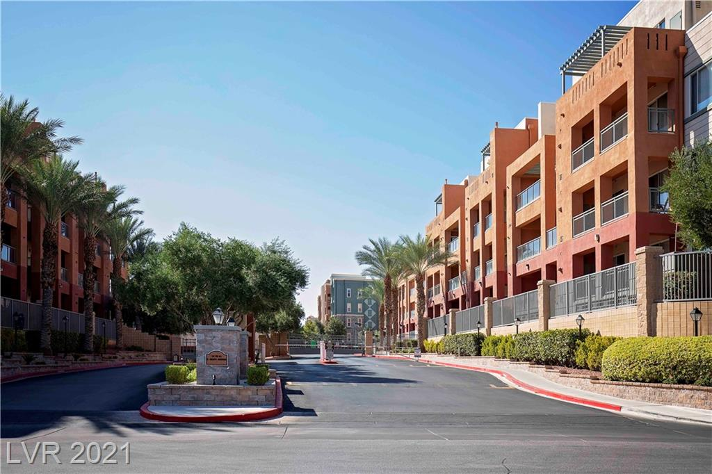 Las Vegas Condo / S. Las Vegas BLVD. Guard gated community offers secure access, Fitness Center, Tennis, 2 Pools, Business Center and convenience. Third floor unit with 2 beds, 2 baths, balcony approximately 12 minutes from Raiders home stadium could be your next home!