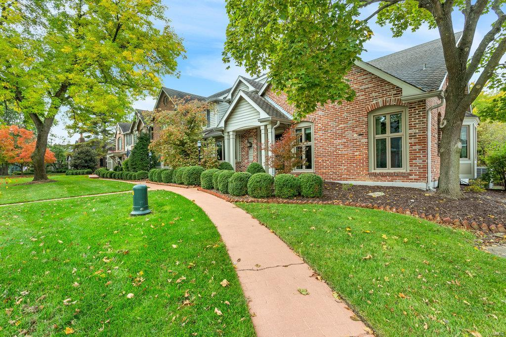 429 Conway Meadows Drive, Chesterfield, MO 63017