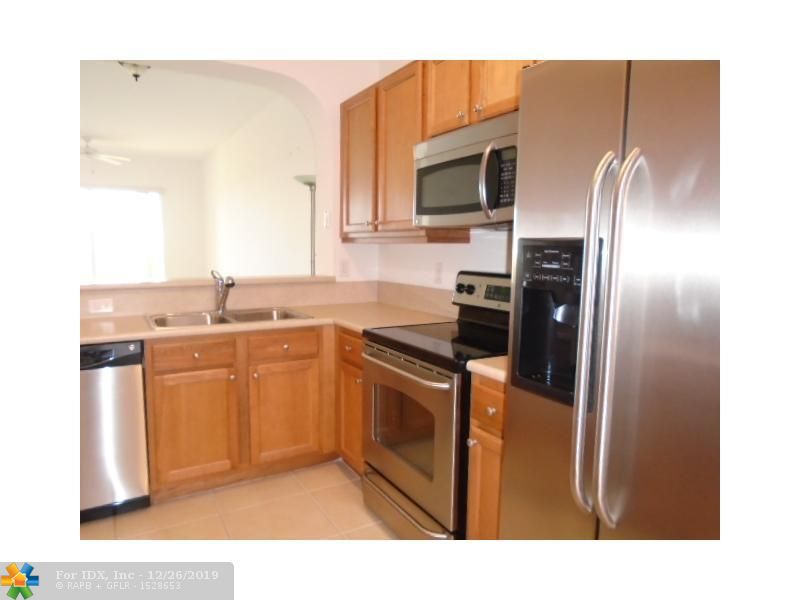 BEAUTIFUL AND SPACIOUS 2-BED, 2-BATH PENTHOUSE WITH OPEN KITCHEN AND FULL SIZE WASHER & DRYER INSIDE UNIT. CARPET/TILE FLOORING, HIGH FLOOR, BALCONY WITH EAST ORIENTATION OVERLOOKING OAKS GOLF COURSE.  WELL MAINTAINED BUILDING NEXT TO POOL AND PARK WITH TENNIS COURTS, ACROSS FROM OAKS CLUBHOUSE. NO PETS, 700 MINIMUM CREDIT SCORE REQUIRED. UNIT BEING RENTED UNFURNISHED 'AS IS'.