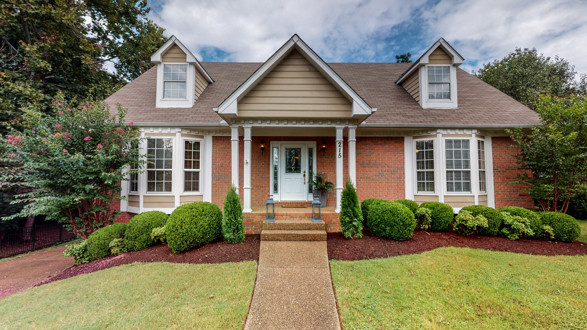 LOCATION LOCATION!!!! Less than 3 miles to Historic Downtown Franklin and into Cool Springs. This home sits on a cul-de-sac and has a beautiful tree lined park like setting backyard. No HOA and home has been well maintained.