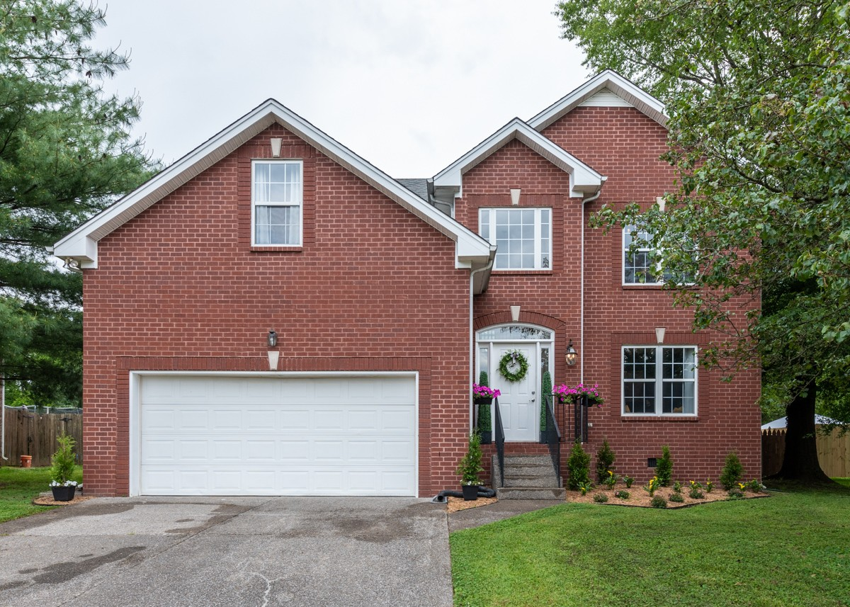 Best and final offer deadline Monday 5/25 at 5pm. Updated and remodeled in 2019. Quiet street on cul-de-sac. Lots of kids in neighborhood. Few minutes walk to Walton Ferry Elementary. Home sits directly across from neighborhood common area.  Short drive to Saunders Ferry Park on the lake. Owner agent. Showings to begin Friday 5/22 at 1:00 pm Copy & paste URL for video tour https://www.youtube.com/watch?v=Fhu4BeZrXLE