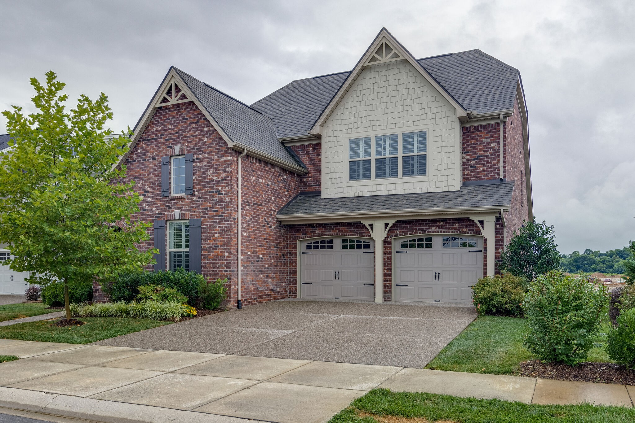 Beautiful Lincoln Plan In Much Desired Water's Edge! Open Floor Plan~Stunning Granite Kitchen Counters~Double Oven~All Appliances including Washer/Dryer & Gas Grill Remain~Great Walk In Storage~Partially Covered Oversized Deck~Common Space In Front of Home~Amazing Community Amenities!! Minutes to I-65 @ Cool Springs!