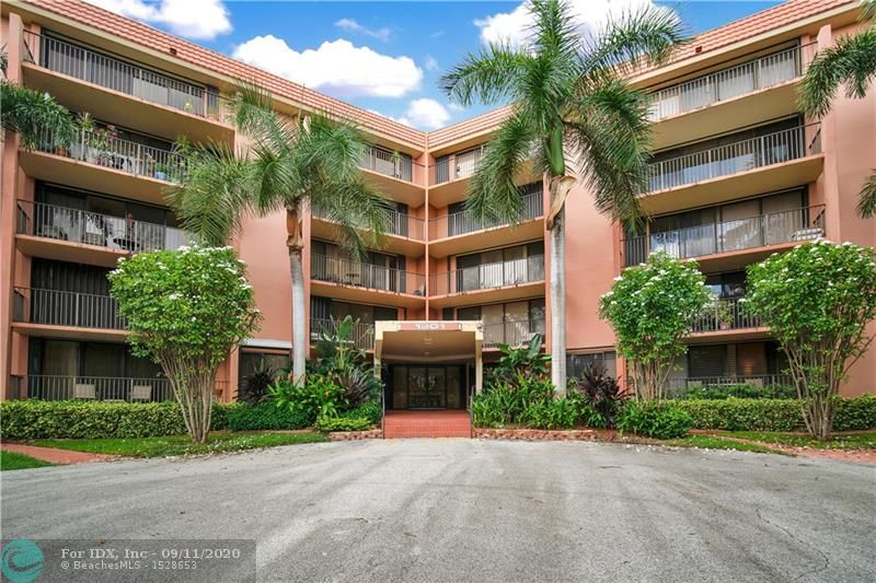 BEAUTIFULLY REMODELED 2 BEDROOM/2 BATH CONDO WITH COVERED PARKING SPACE. BIG OPEN KITCHEN WITH MODERN CABINETS, QUARTZ COUNTERTOPS & MATCHING STAINLESS STEEL APPLIANCES! LAMINATE AND TILE FLOORS, RECESSED & SPOT LIGHTING. ACCORDIAN SHUTTERS. A MUST SEE! FURNITURE AVAILABLE (NEGOTIABLE). GATED WATERFRONT COMMUNITY WITH 24 HR MANNED GUARDHOUSE, HEATED POOLS, TENNIS, EXERCISE ROOM & KAYAK/PADDLEBOARD RACKS. 2 SMALL PETS UNDER 20 LBS PERMITTED, DOCKAGE TO 50' AS AVAILABLE. GREAT CENTRAL LOCATION JUST MINUTES TO DOWNTOWN/LAS OLAS, BEACHES, RESTAURANTS, SHOPPING, PERFORMING ARTS, MUSEUMS, AIRPORT, PORT & ALL MAJOR EXPRESSWAYS! THIS UNIT IS MOVE IN READY. HURRY!