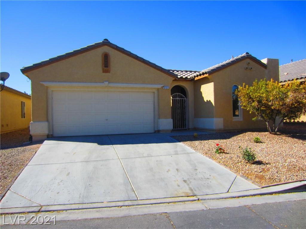 RARE 2000 SQ FT SINGLE STORY WITH SOARING 15 FT CEILINGS, SPACIOUS OPEN FLOOPLAN AND SEPERATE CASITA. PERFECT FOR AN OFFICE OR A MAN CAVE! MAIN HOME HAS 3 BEDROOMS AND TWO FULL BATHS. CASITA HAS A FULL BATH AND WALK IN CLOSET. ALL BEDROOMS ARE SEPERATE. OPEN KITCHEN WITH GRANITE COUNTERS &  ISLAND,  RECESSED LIGHTING, NEWER STAINLESS STEEL APPLIANCES. SPACIOUS PRIMARY BEDROOM WITH SEPERATE SHOWER & SOAKING TUB & HUGE WALK IN CLOSET. TWO-TONE PAINT, TILE AND LAMINATE THROUGHOUT. LARGE YARD, INTERIOR COURTYARD, 2 CAR GARAGE, NESTLED IN A GATED COMMUNITY 9 MILES EAST OF THE LAS VEGAS STRIP, 8 MILES TO DOWTOWN LV AND 20 MIN TO MCCARRAN AIRPORT. ANNUAL TAXES ONLY $1600!