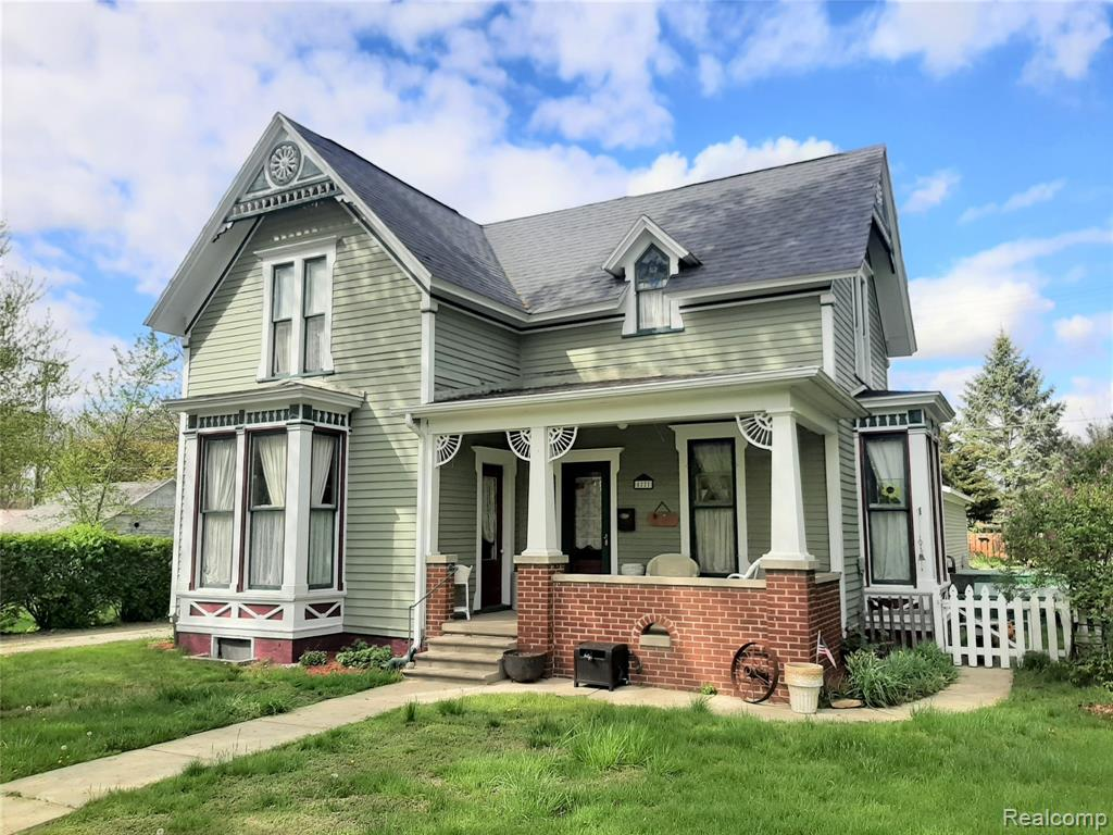 The charm of this farm house built in 1900 abounds with original woodwork, doors, wood flooring, and 10 foot ceilings.  This beautiful 5 bedroom home with a large laundry area, 2 full bathrooms, and a private backyard has an amazing location near downtown Vassar and local shops/businesses.  The large Michigan basement, attached 2.5 attached garage, and newer shed offer plenty of storage space. This home will not last long at $185,000!