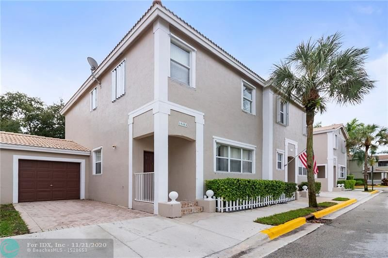 3 Bedroom, 2.5 Bath Townhouse with 1 car garage. Great location, walking distance to schools (Country Hills Elementary and Stoneman Douglas High School), easy access to Highways, and close to shopping/restaurants. Tile on the 1st floor and wood floors throughout the 2nd floor. Master Bedroom with a large walk in closet. A+ schools, Pet friendly community, 2 pets allowed, up to 70 lbs. All ages. Community pool, playground, pavilion. Can rent after 2 years.