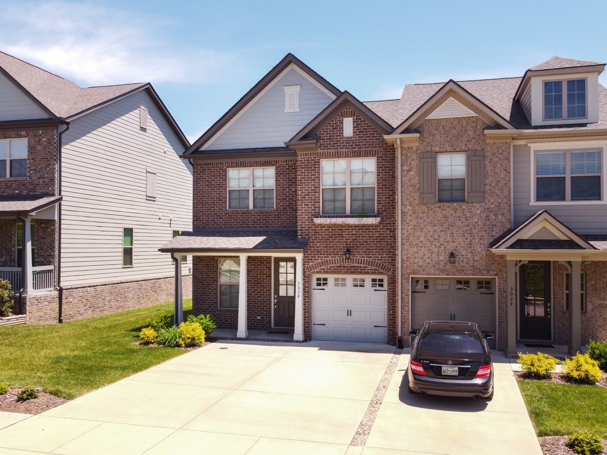 Desireable End Unit Townhome with Master Bedroom Down. This one is packed with upgrades such as widened driveway, enlarged back patio, covered back patio, wood floors on first floor and stairs, and an upgraded backsplash. Canterbury is an amazing community featuring a pool, playground, and it is located just minutes from Franklin.
